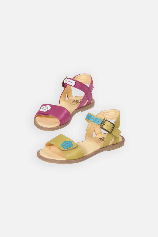 Sandale mit Blüte