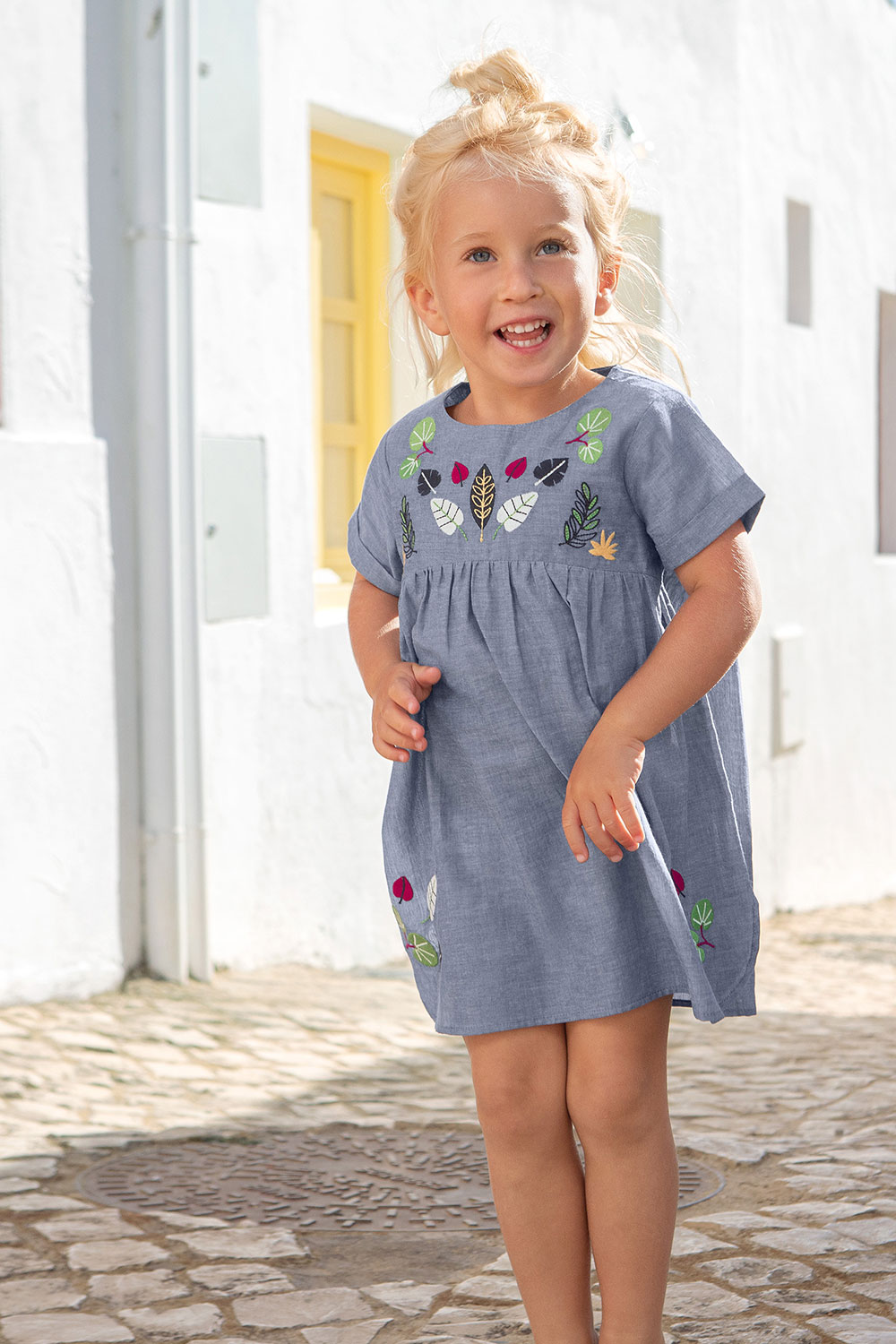 Chambray-Kleid mit Stickerei
